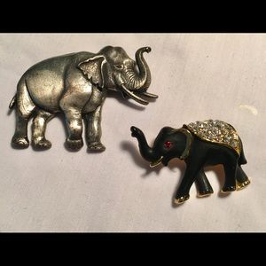 Bundle of two elephant pins. Pewter and enamel.